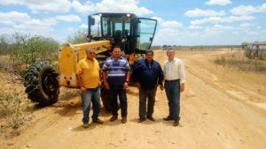 Agricultura e pesca:Prefeitura monta força tarefa e atua na limpeza de barreiros e açudes e recupera estradas carroçais