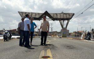 Prefeito garante com o DER-RN a recuperação de estrada que liga a cidade à Praia de Camapum