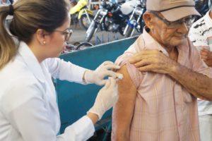 PREVENÇÃO: Saúde leva campanha de vacinação para bancos e supermercados