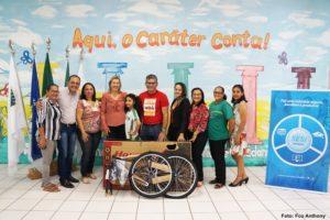 EDUCAÇÃO E SOCIAL: Prefeitura entrega premiação a alunos da rede pública